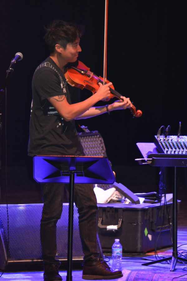 Violinists+Nick+Kendall+and+Charles+Yang+perform+and+tour+with+double-bassist+Ranaan+Meyer+as+the+trio+called+Time+for+Three.