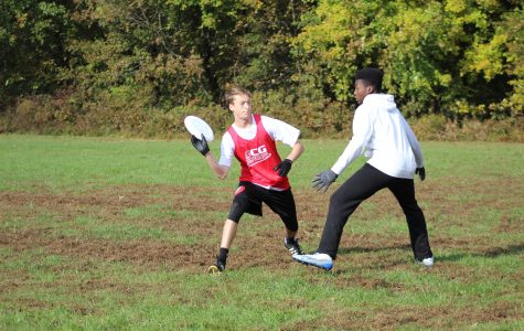 Ultimate frisbee team begins their indoor winter season