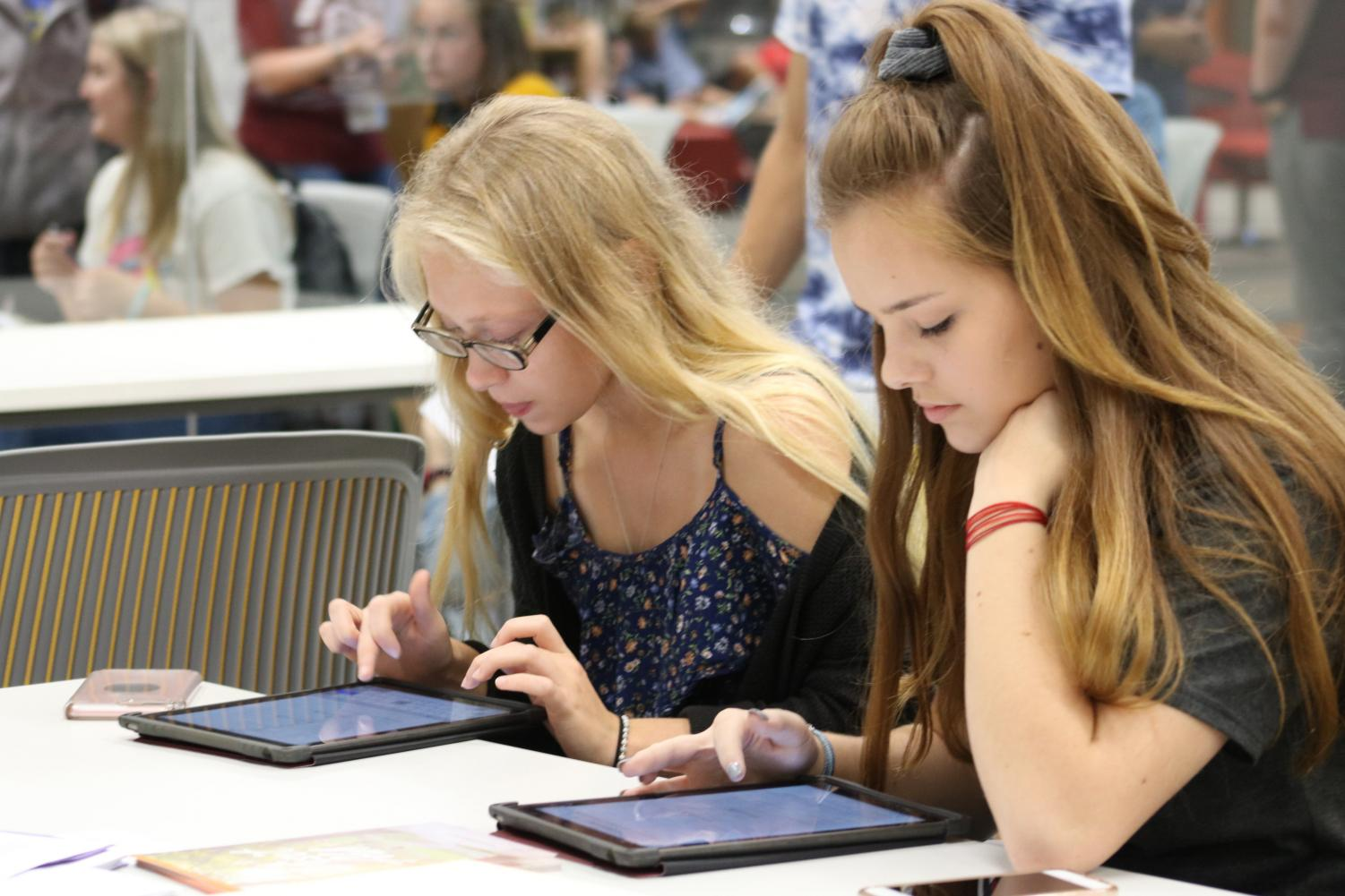 MaKenzie Carson and Angela Negri complete applications on College App Day 2018.