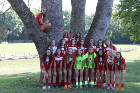 Girls Varsity Soccer Team. Photo by Josie Frankel