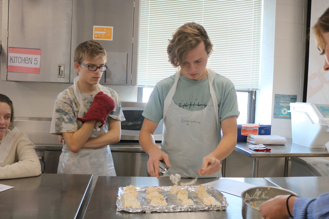 Students+make+cheddar+biscuits+in+Nutrition+and+Wellness+class+to+practice+cooking+skills