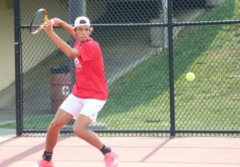 Boys Tennis Compete in MIC Tourney