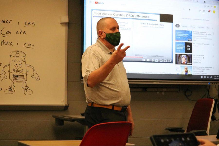 Social studies teacher adapts ideas, skills from class into newspaper column